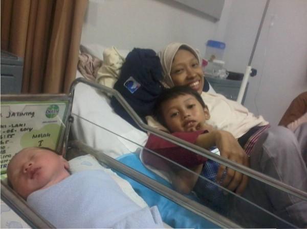 Ibu, Mas Kai, dan Dedek Qudsi di RS Harapan Bunda